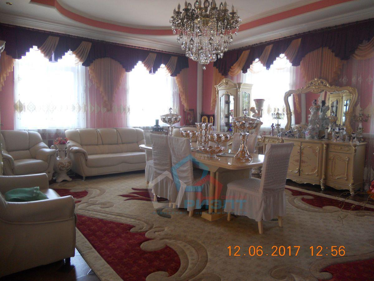 большой красивый дом в центральной части города омска. 255 кв.м., 8 жилых комнат.отли ...
