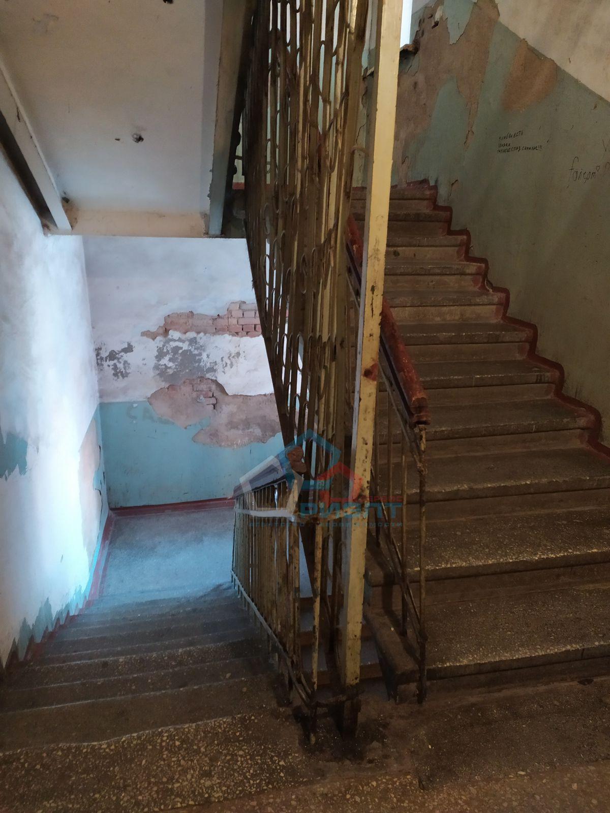 Комната на продажу по адресу Россия, Омская область, Омск, Богдана Хмельницкого ул, 176