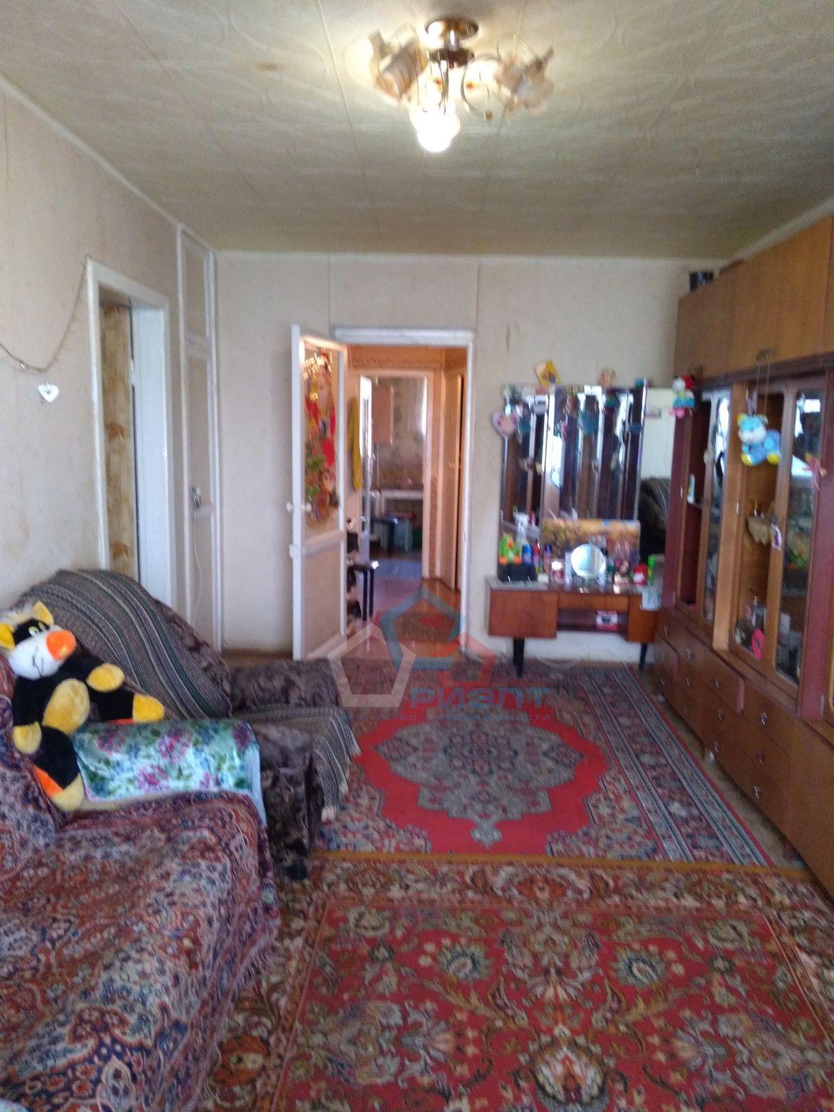 теплая квартира, просторные комнаты ,средний этаж балкон застеклен 1 окно пвх ,нор...